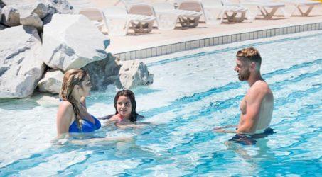 bord de piscine camping les grenettes