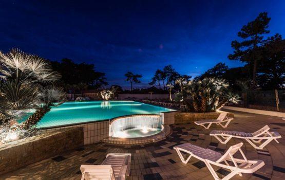 piscine la nuit camping les grenettes